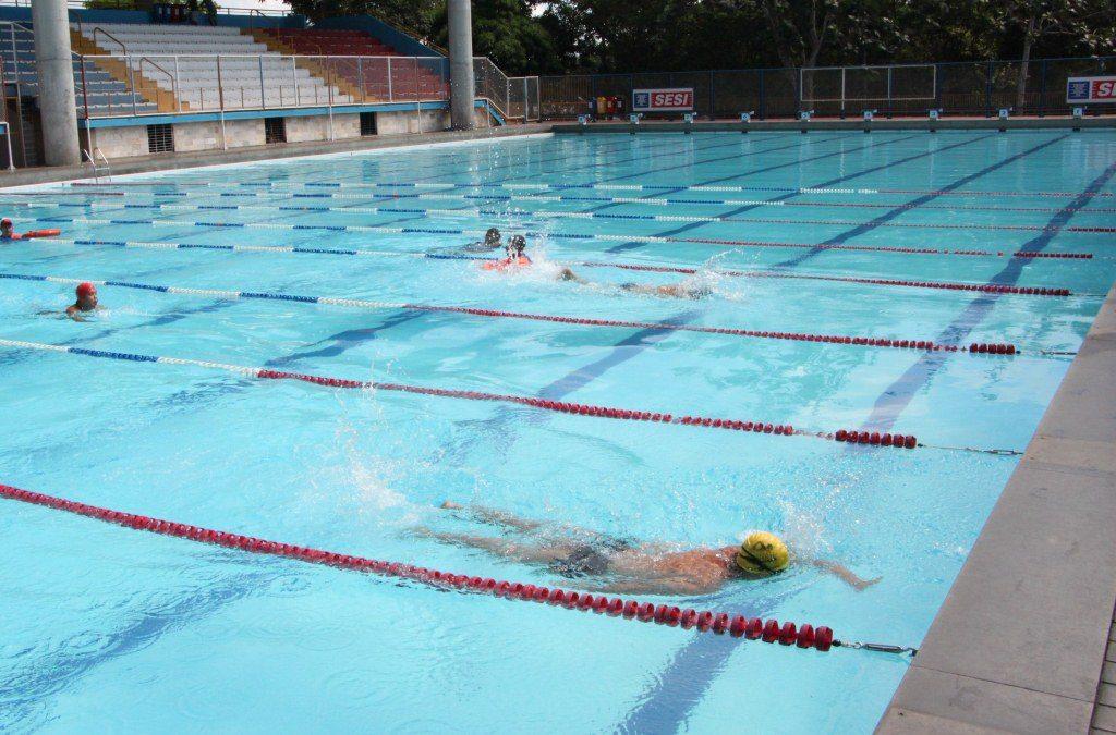 Festival de nata o sesi leva 362 atletas para as piscinas for Metros piscina olimpica